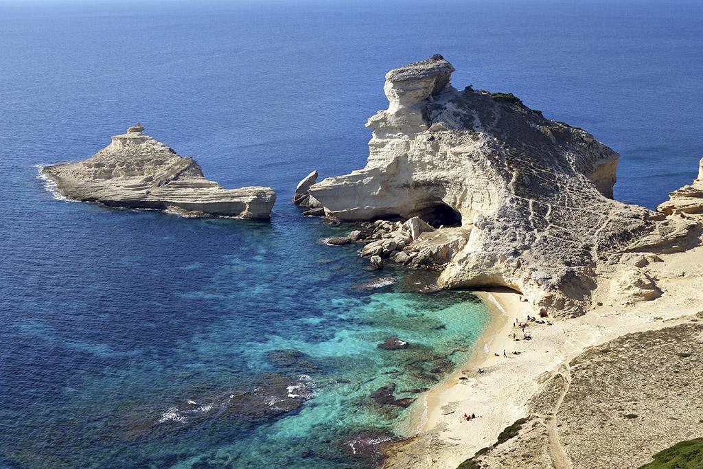 Plage Saint-Antoine à Bonifacio, Corse.