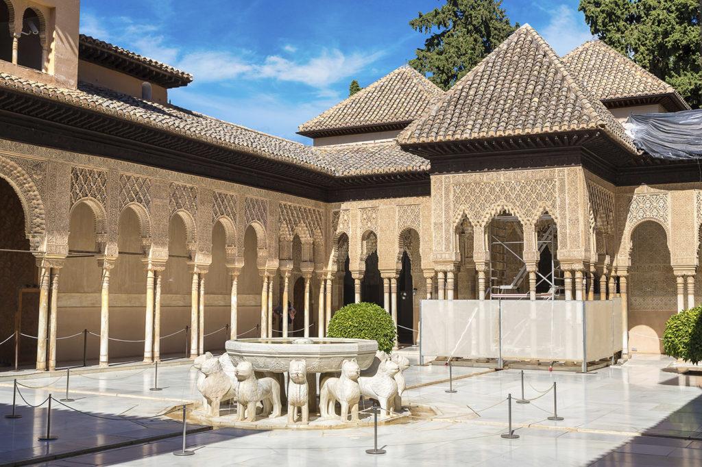 Patio de lions Alhambra Grenade
