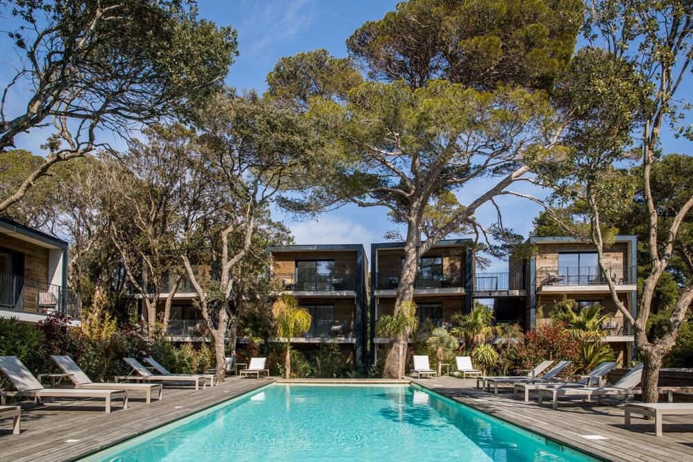 Lodge des Iles dOr hotel de charme cote dazur piscine